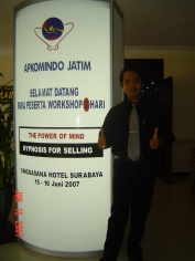 Melatih NLP-Hypnosis For Selling